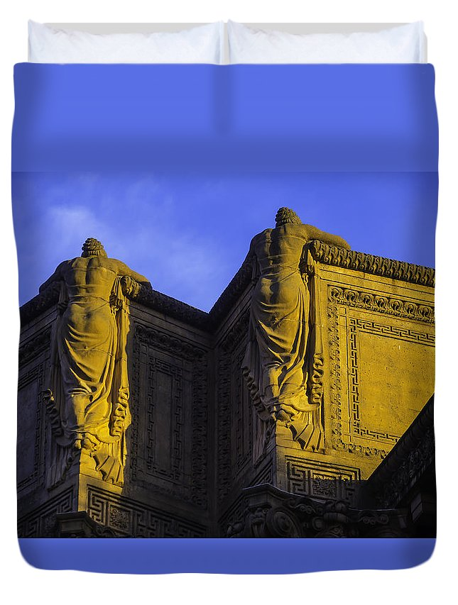Palace Of Fine Arts Duvet Cover featuring the photograph The Great Palace Of Fine Arts by Garry Gay