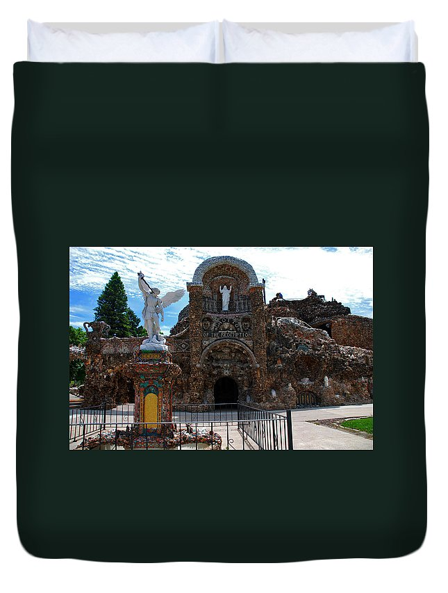 Entrance To The Grotto Of Redemption Duvet Cover featuring the photograph The Grotto Of Redemption In Iowa by Susanne Van Hulst