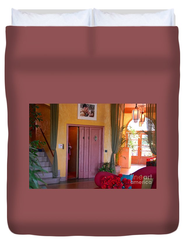 Miami Florida Duvet Cover featuring the photograph The Kiss by David Lee Thompson