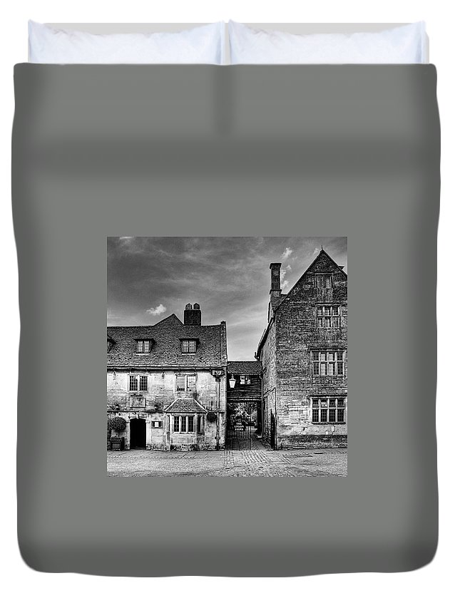 Cotswoldslife Duvet Cover featuring the photograph The Lygon Arms, Broadway by John Edwards