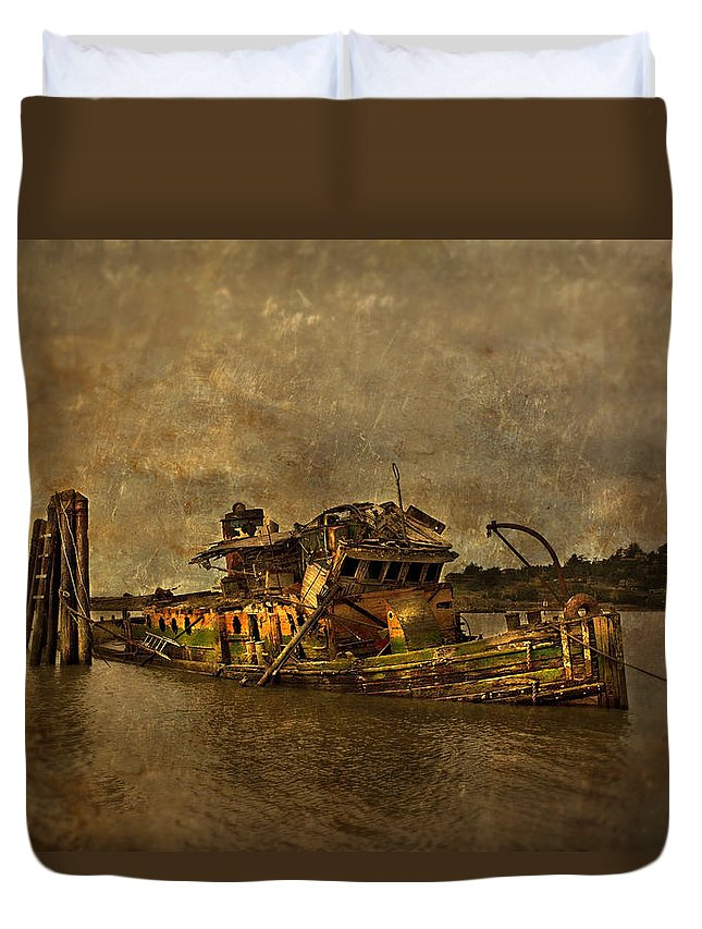 Sunken Boat Duvet Cover featuring the photograph The Mary D Hume by T J Hankins
