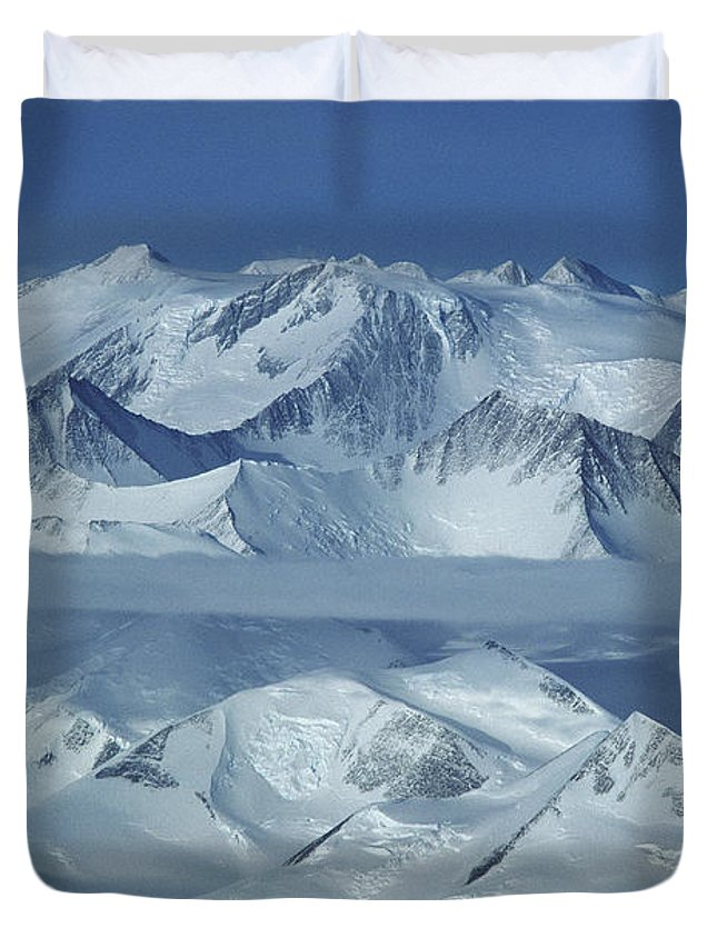 Outdoors Duvet Cover featuring the photograph The Mount Vinson Massif 16, 059 by Gordon Wiltsie