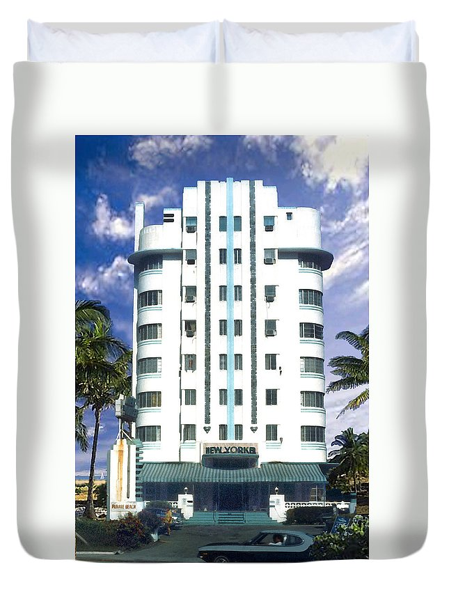 Miami Duvet Cover featuring the photograph The New Yorker by Steve Karol