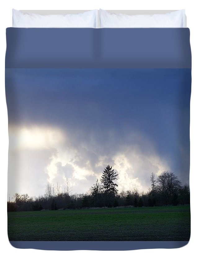 Digital Photography Duvet Cover featuring the photograph The Pending Storm by Laurie Kidd