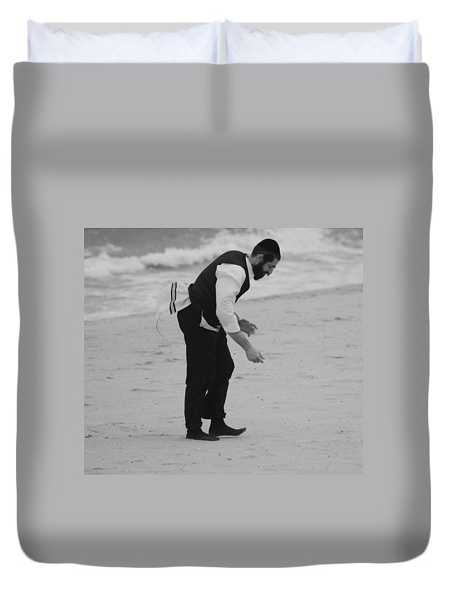 Black And White Duvet Cover featuring the photograph The Search by Rob Hans