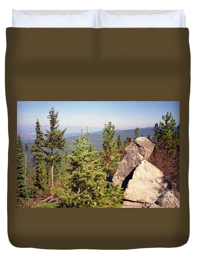 Landscapes Duvet Cover featuring the photograph The Star Gazer by Richard Rizzo