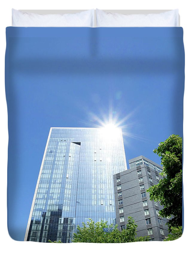 Building Duvet Cover featuring the photograph The Star Of Lic by Cate Franklyn
