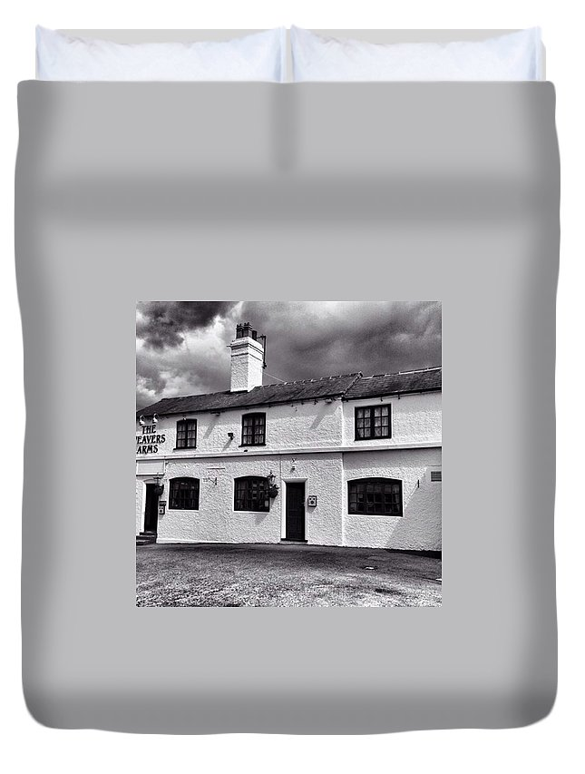 Snapseed Duvet Cover featuring the photograph The Weavers Arms, Fillongley by John Edwards