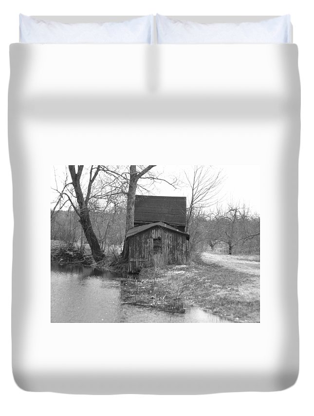 Lanscape Duvet Cover featuring the photograph This Old Shack by Thomas Comeau