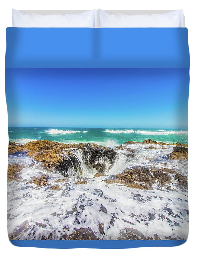 Oregon Duvet Cover featuring the photograph Thor's Well by Jonny D