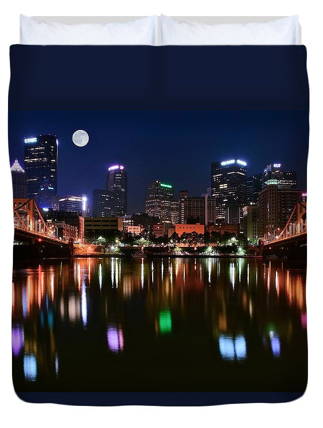 Pittsburgh Duvet Cover featuring the photograph Three A M by Frozen in Time Fine Art Photography
