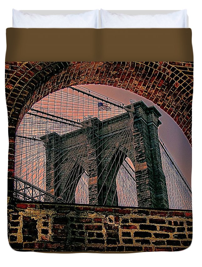 New York Duvet Cover featuring the photograph Through The Arch 2 by Jeff Watts