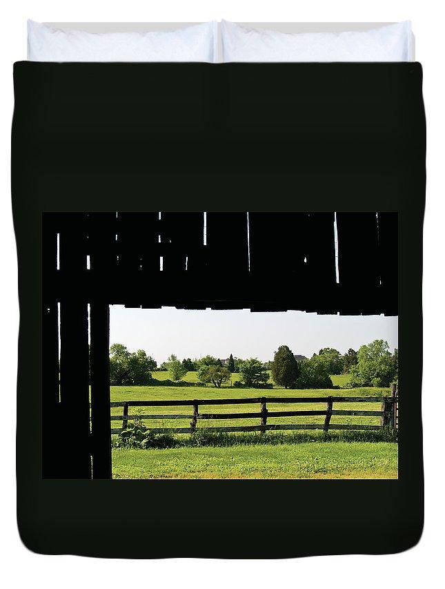 Barn Duvet Cover featuring the digital art Through The Barn by Richard Larson