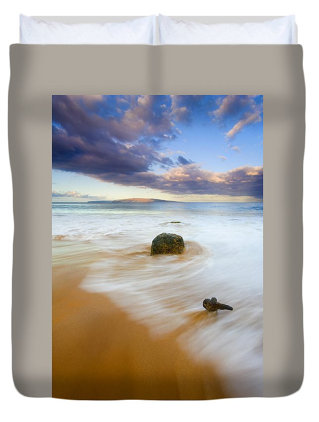 Maui Duvet Cover featuring the photograph Tied To The Past by Mike Dawson