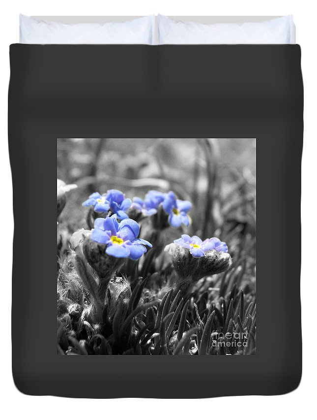 Flowers Duvet Cover featuring the photograph Tiny Gems by Amanda Barcon