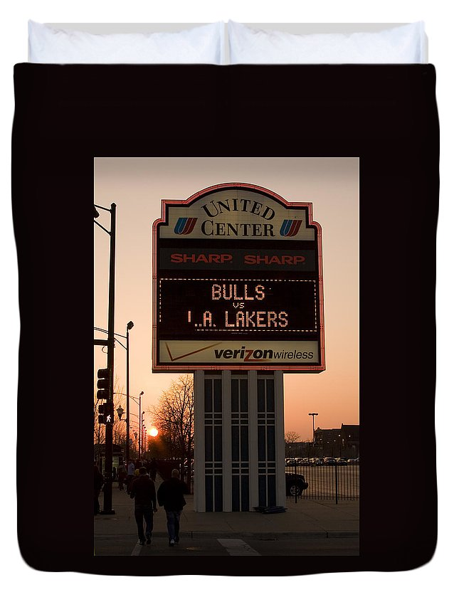 Chicago Windy City Evening Sunset Bulls Game La L.a. Lakers United Center Duvet Cover featuring the photograph To The Bulls Game by Andrei Shliakhau