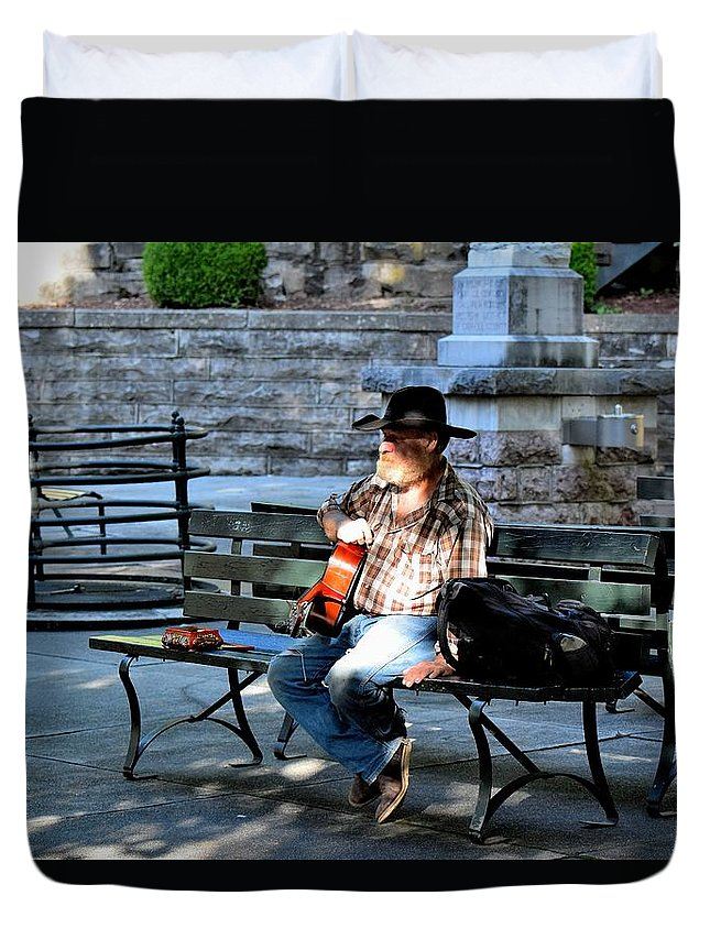 Street Peformers Duvet Cover featuring the photograph Todays Art 1265 by Lawrence Hess