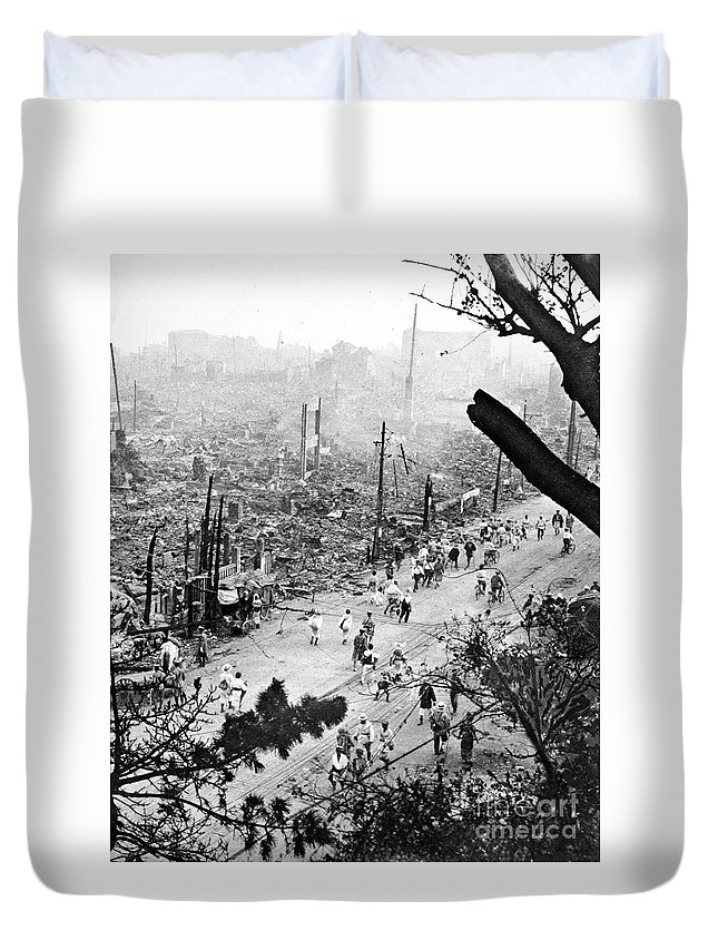 1923 Duvet Cover featuring the photograph Tokyo Earthquake, 1923 by Granger