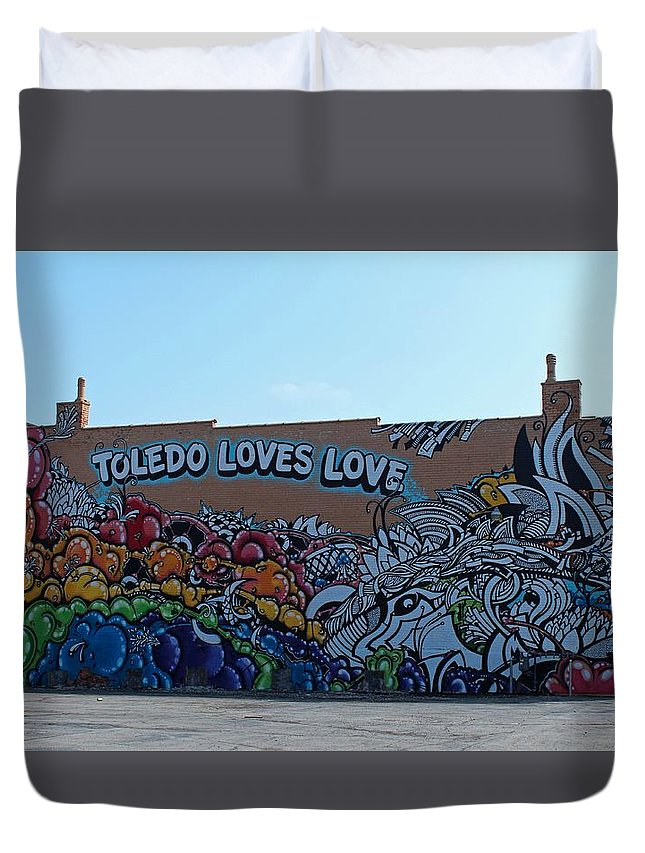 Toledo Loves Love Duvet Cover featuring the photograph Toledo Loves Love by Michiale Schneider