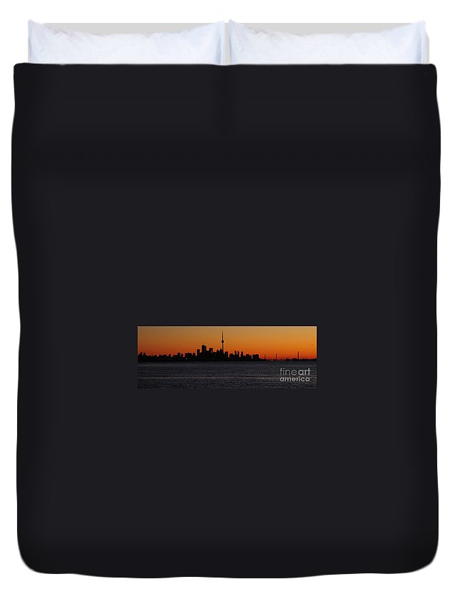 Toronto Duvet Cover featuring the photograph Toronto Skyline by Joe Ng