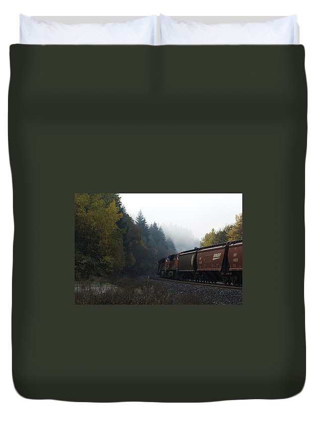 Train Duvet Cover featuring the photograph Train 1 by Sara Stevenson