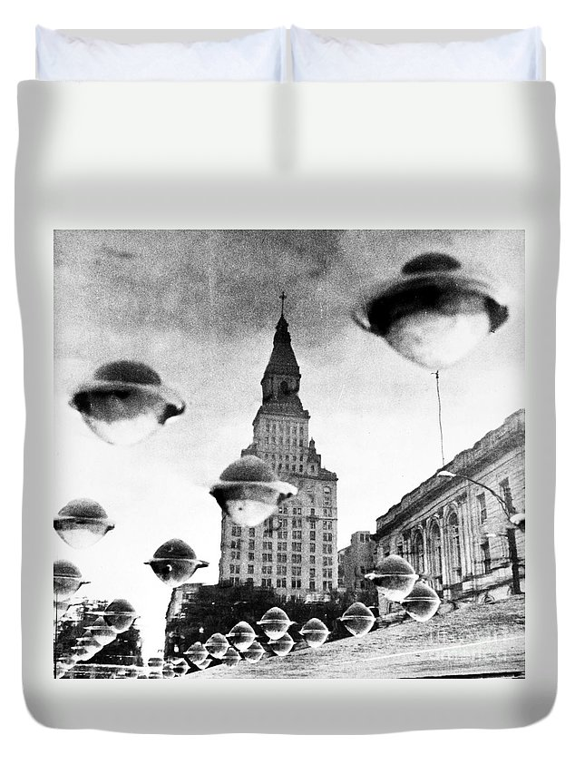 1960 Duvet Cover featuring the photograph Travelers Insurance Tower by Granger