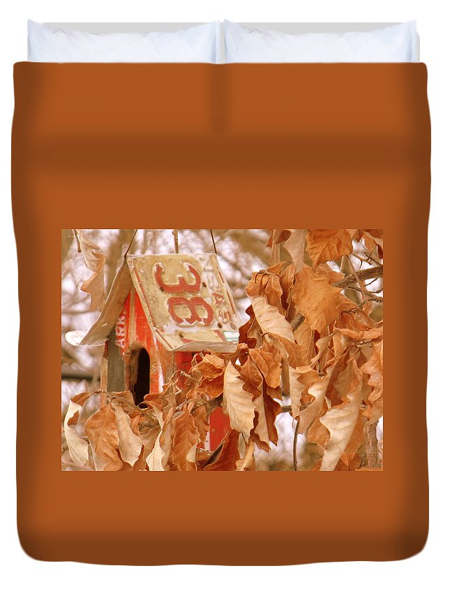 Traveling Bird House Duvet Cover featuring the photograph Traveling Bird House by Ed Smith