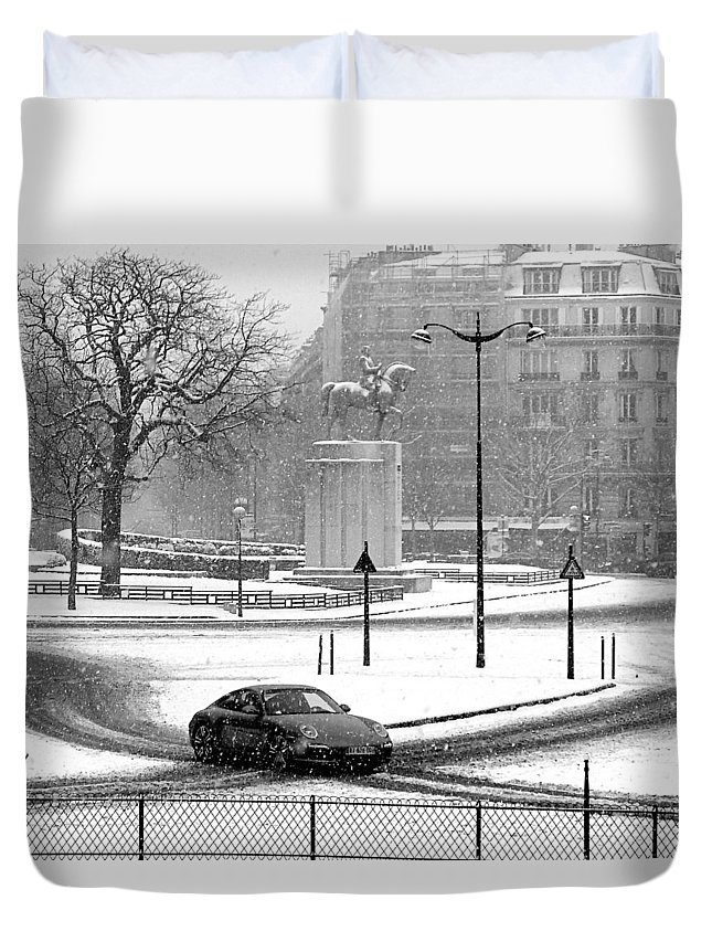 Paris Duvet Cover featuring the photograph Trocadero by Ann LY
