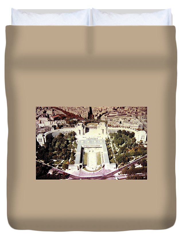 1955 Duvet Cover featuring the photograph Trocadero Palais De Chaillot 1955 by Will Borden