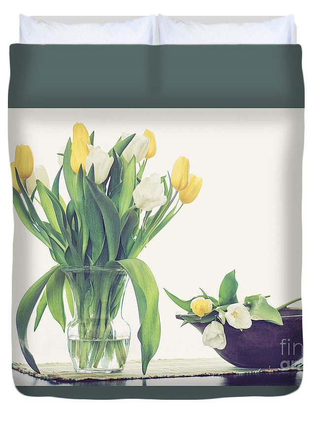 Cheryl Baxter Photography Duvet Cover featuring the photograph Tulip Art by Cheryl Baxter