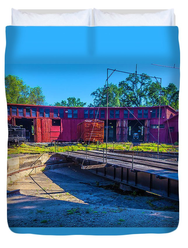 Roundhouse Duvet Cover featuring the photograph Turntable At Roundhouse by Garry Gay