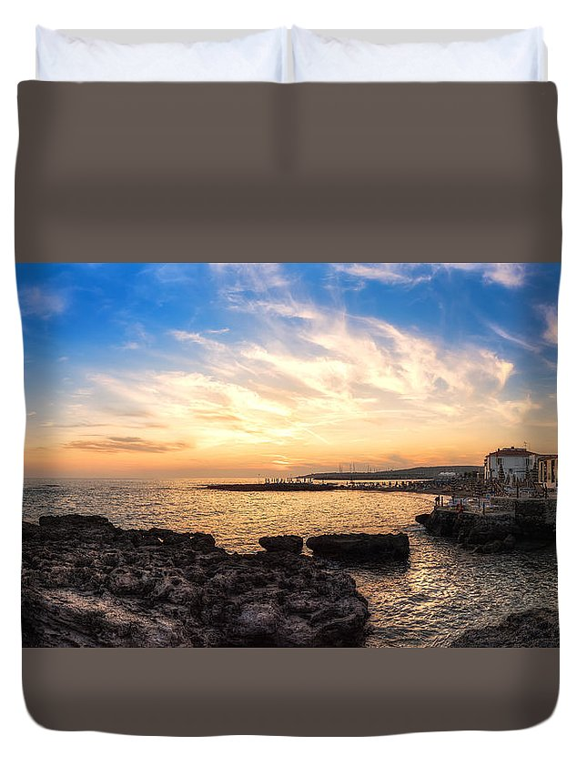 Italy Duvet Cover featuring the photograph Tuscan Sunset On The Sea In Italy by Riccardo Zimmitti