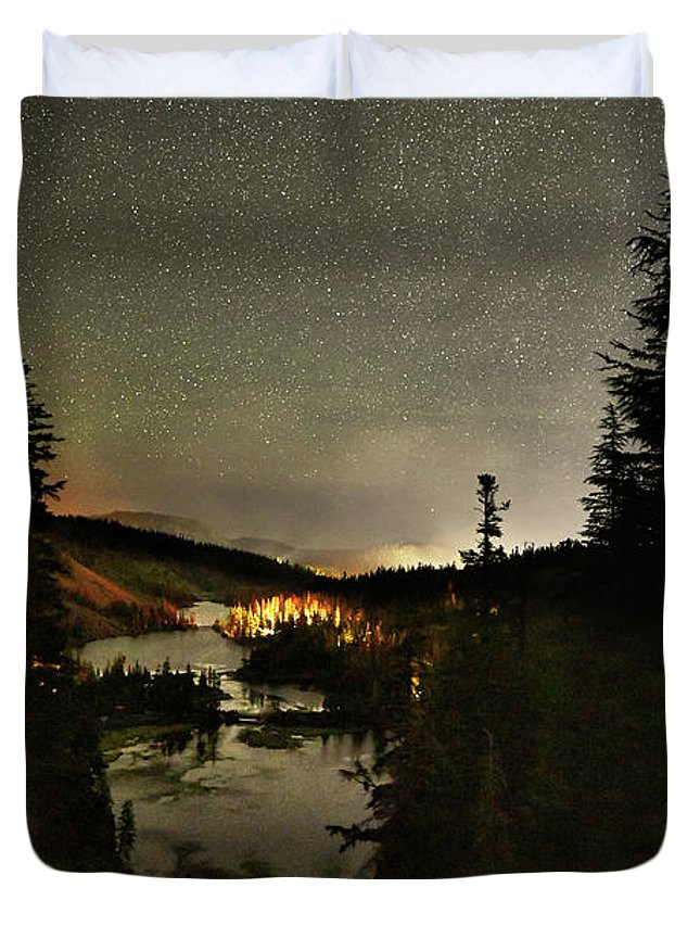 Twin Lakes Duvet Cover featuring the photograph Twin Lakes Night Panorama by Surjanto Suradji