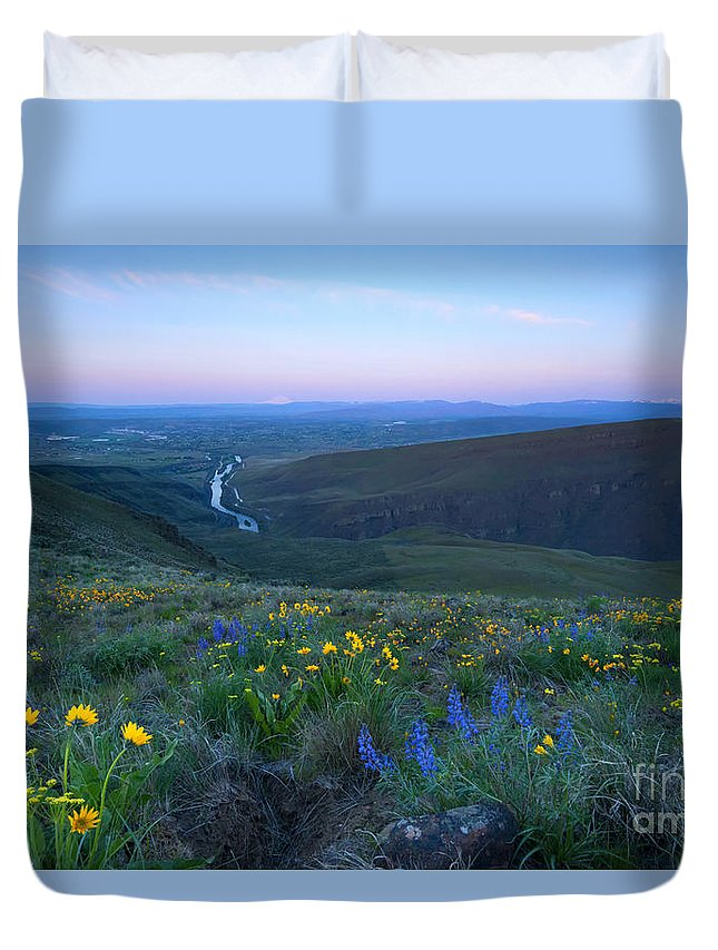 Selah Butte Duvet Cover featuring the photograph Twin Peaks Sunrise by Mike Dawson