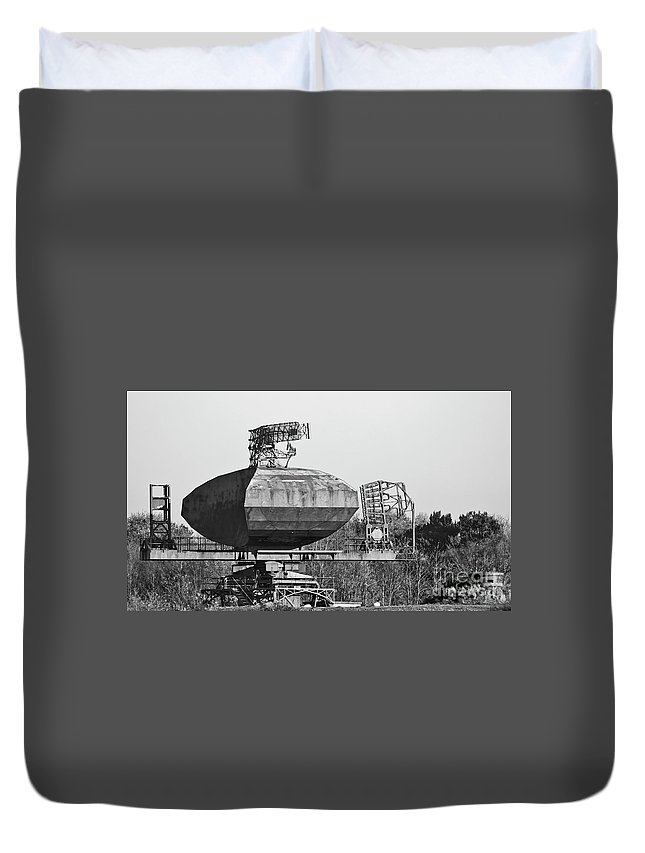 Neatishead Duvet Cover featuring the photograph Type 85 Radar At Raf Neatishead by Darren Burroughs