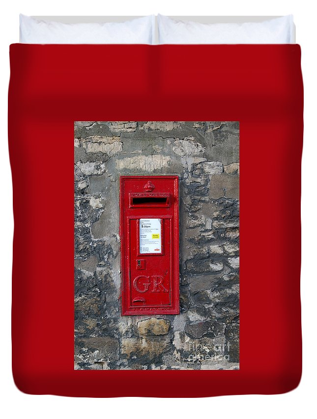 Lincoln Duvet Cover featuring the digital art Uk Post Box by Frederick Holiday
