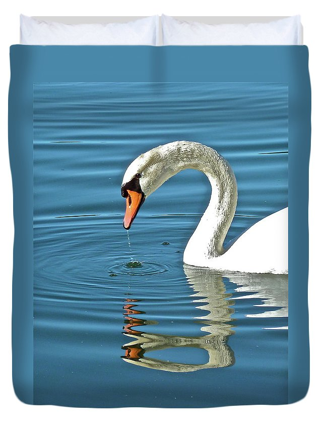 Bird Duvet Cover featuring the photograph Up For Air by Diana Hatcher