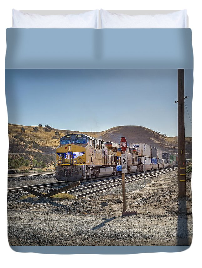 Freight Trains Duvet Cover featuring the photograph Up7472 by Jim Thompson
