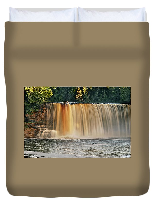 Tahquamenon Duvet Cover featuring the photograph Upper Tahquamenon Falls 6279 by Michael Peychich