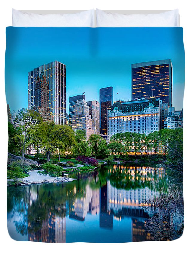 Central Park Duvet Cover featuring the photograph Urban Oasis by Az Jackson