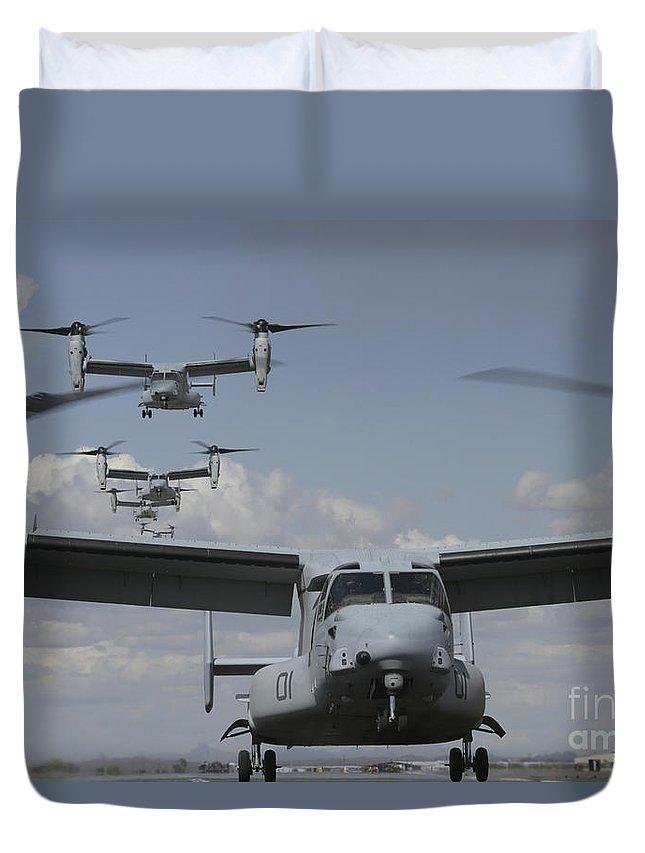 Mv-22 Osprey Duvet Cover featuring the photograph U.s. Marine Corps Mv-22 Osprey by Stocktrek Images