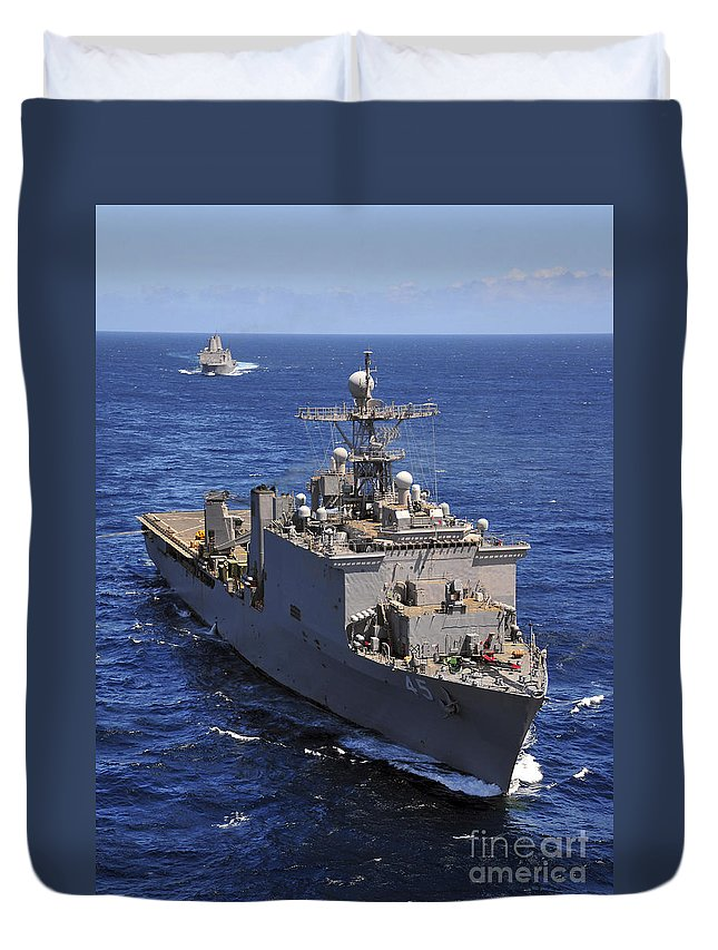 Us Navy Duvet Cover featuring the photograph Uss Comstock Leads A Convoy Of Ships by Stocktrek Images