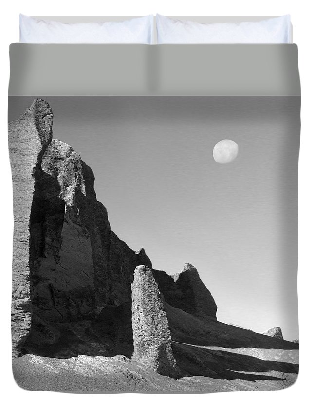 Landscape Duvet Cover featuring the photograph Utah Outback 32 by Mike McGlothlen