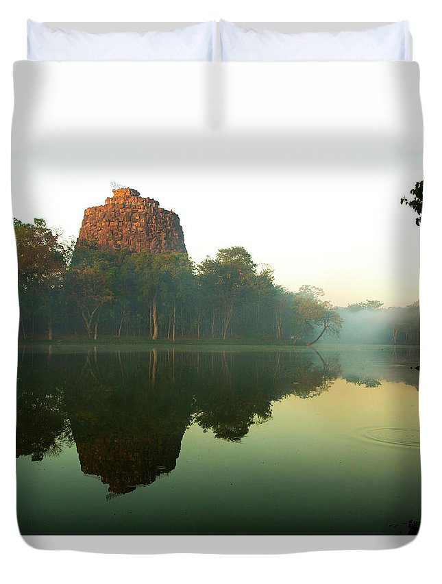 Kandawgyi Lake Duvet Cover featuring the photograph Utopia Tower by Photopoint Art
