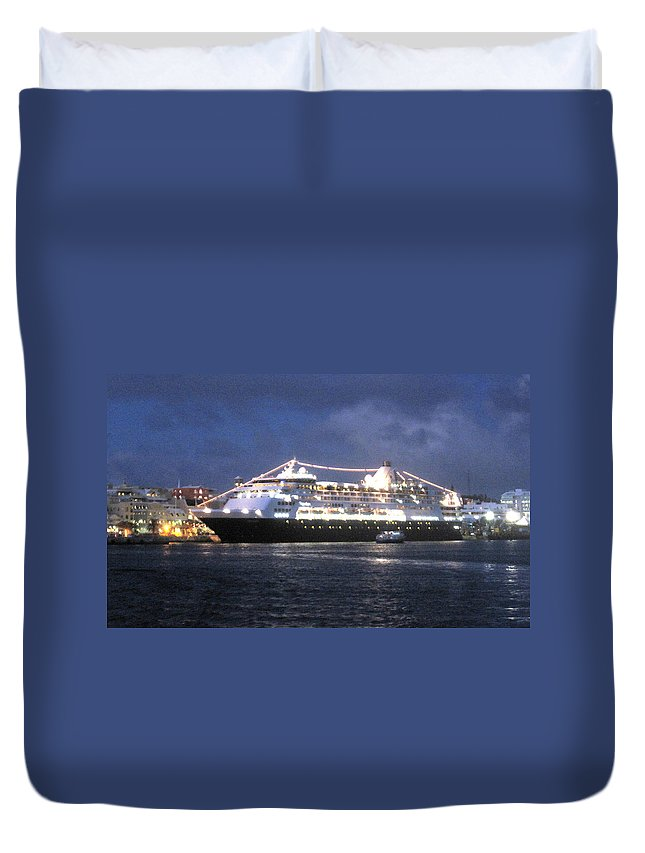 Hamilton Duvet Cover featuring the photograph Veendam In Bermuda by Ian MacDonald