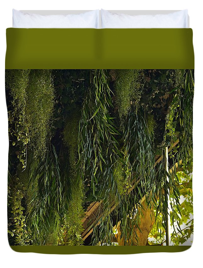 Green Leaves Duvet Cover featuring the photograph Vegetal Roof by Valerie Dauce