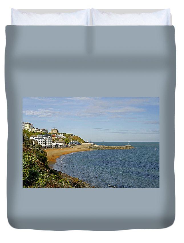 Isle Of Wight Duvet Cover featuring the photograph Ventnor Bay by Rod Johnson