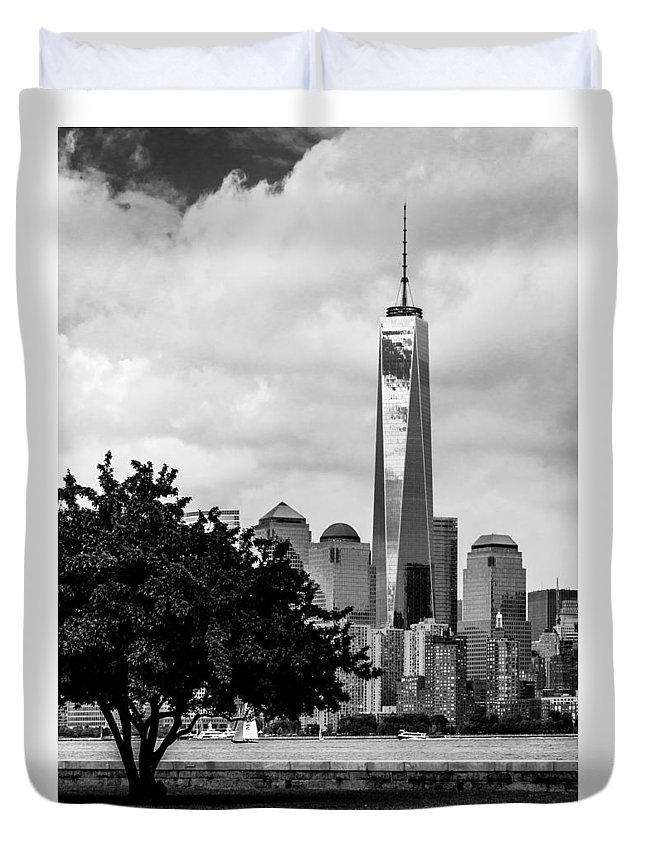 Freedom Tower Duvet Cover featuring the photograph Vertical by Ovidiu Rimboaca