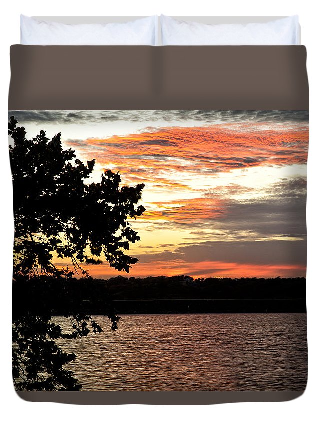 Veteran's Lake Duvet Cover featuring the photograph Veteran's Lake Sunset by Katherine Worley