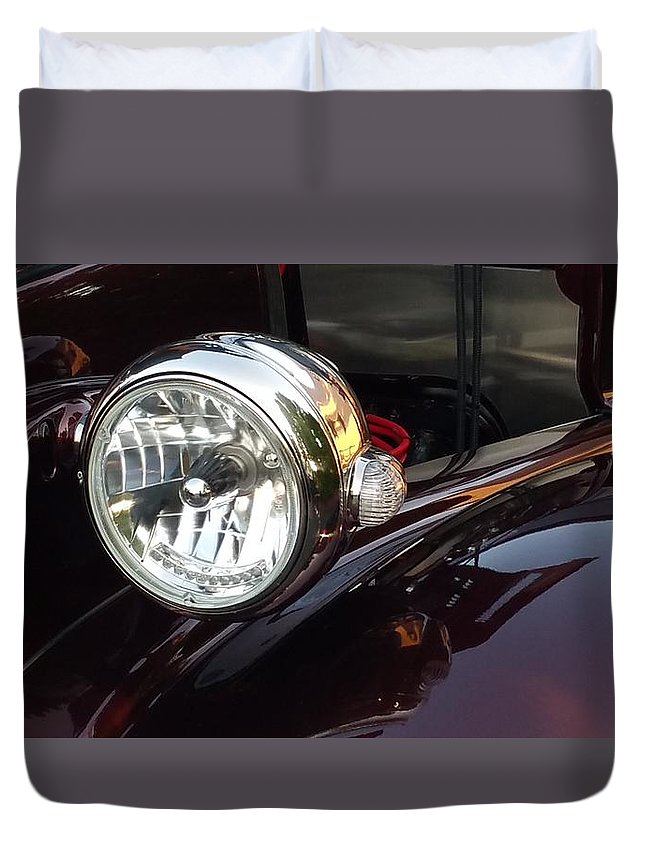 Vintage Cars Duvet Cover featuring the photograph Vintage Headlight by Linda McAlpine